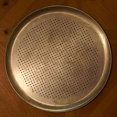 240px-CookbookPizzaPan